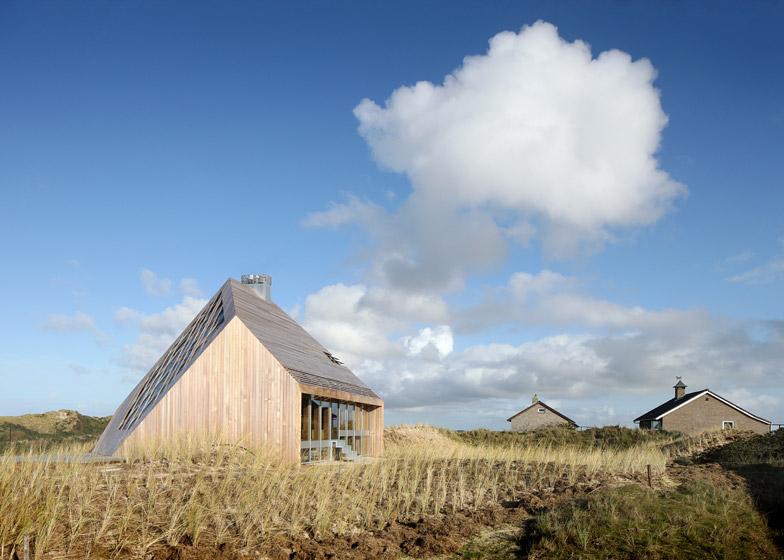 Dune-House-by-Marc-Koehler-Architects_dezeen_784_1