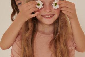 Lúčne kvety ozdobou dievčenskej módy